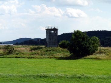 """BT-6 """"Führungsstelle"""" an der Elbe"""