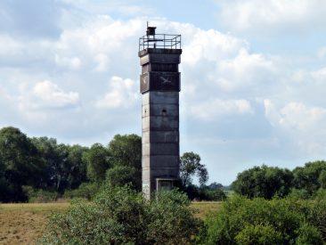 BT-9 an der Elbe