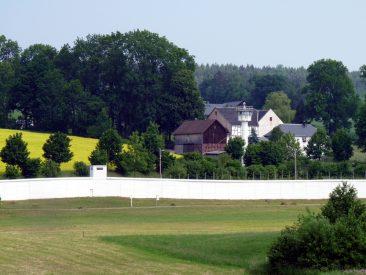Blick von Bayern auf die ehem. Grenzanlagen von Mödlareuth