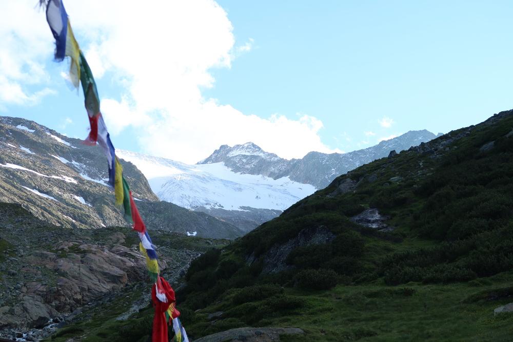Gebetsfahnen an der Sulzenauhütte - ein Trend in den Alpen?