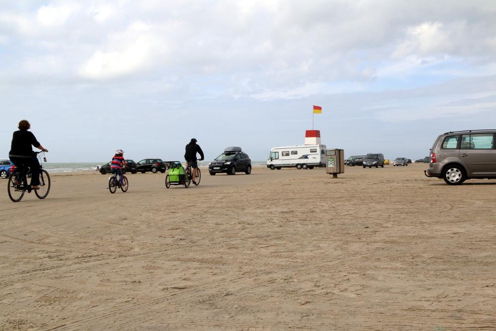 Auf 15 km ist der Strand zwischen Blockhus und Løkken für den allgemeinen Straßenverkehr freigegeben.