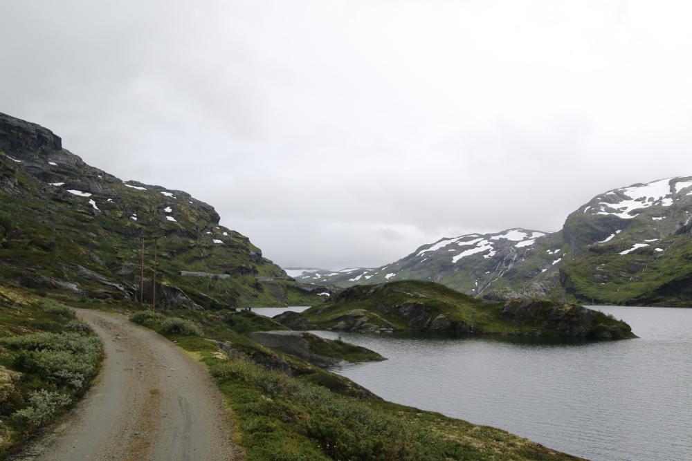 Immer parallel zur Bergenbahnlinie geht es über die Vidda.