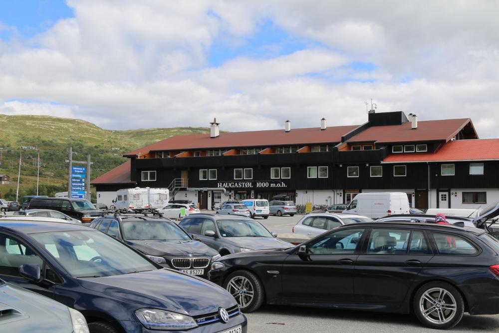 Haugastøl ist erreicht. Damit ist die Überquerung der Vidda nach zwei Tagen abgeschlossen. Allerdings wartet auf mich bis zum Oslofjord nochmals 1000 hm Abfahrt.