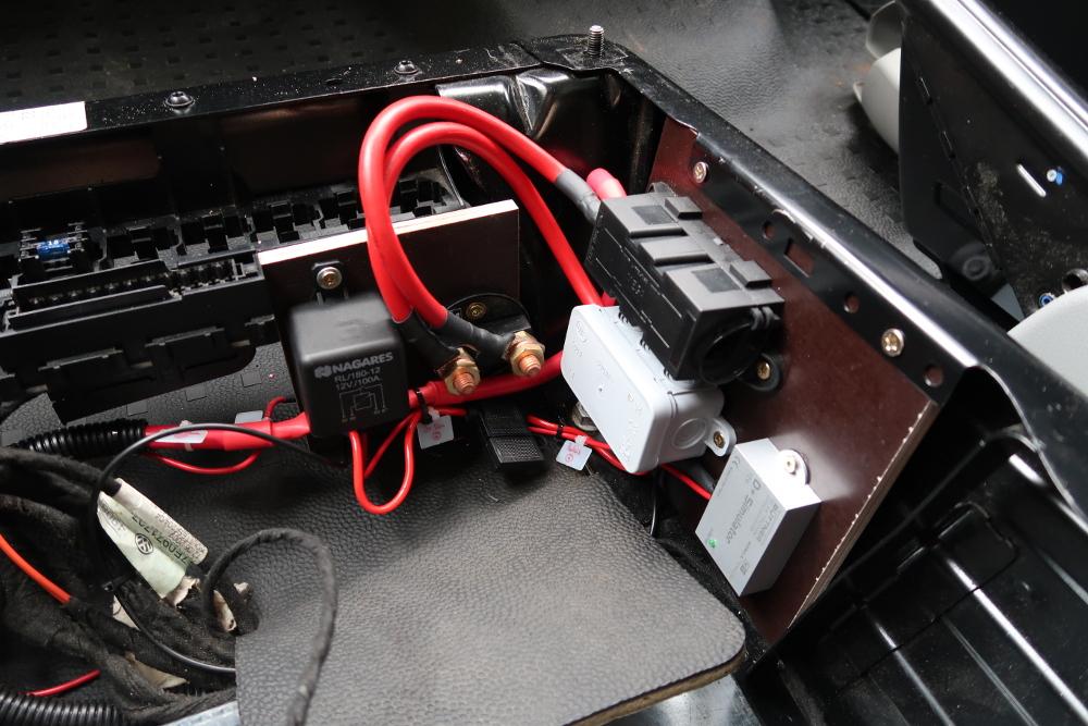 mein reisemobil einbau der 2 batterie auf tour. Black Bedroom Furniture Sets. Home Design Ideas