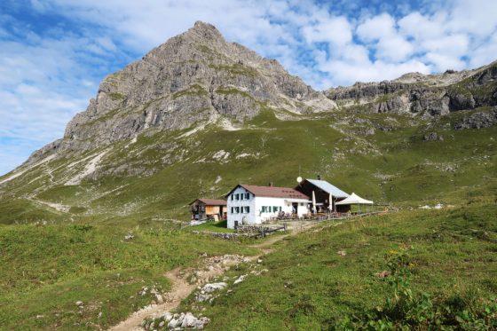 Die Widdersteinhütte vor dem Großen Widderstein