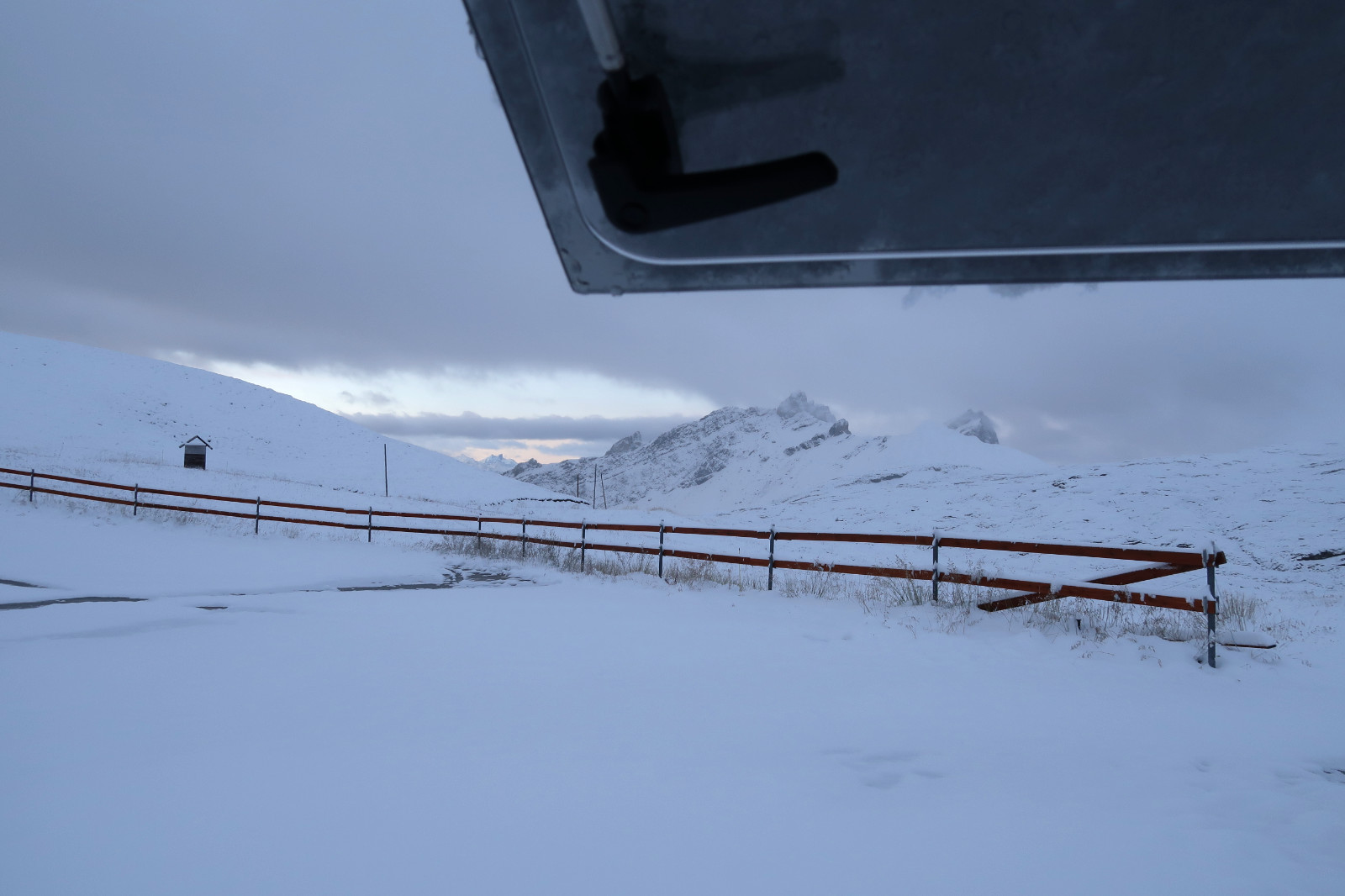 Der Blick aus dem Fenster am Morgen.