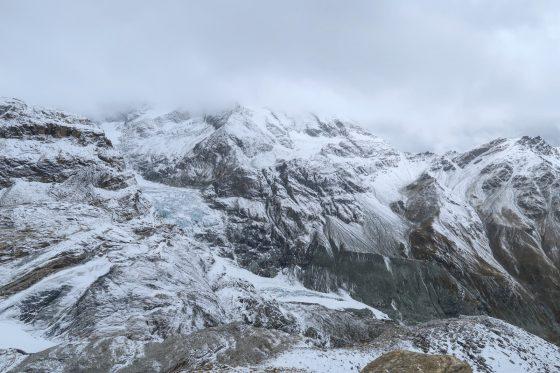 Aussicht von der Hütte in Richtung Gletscher.