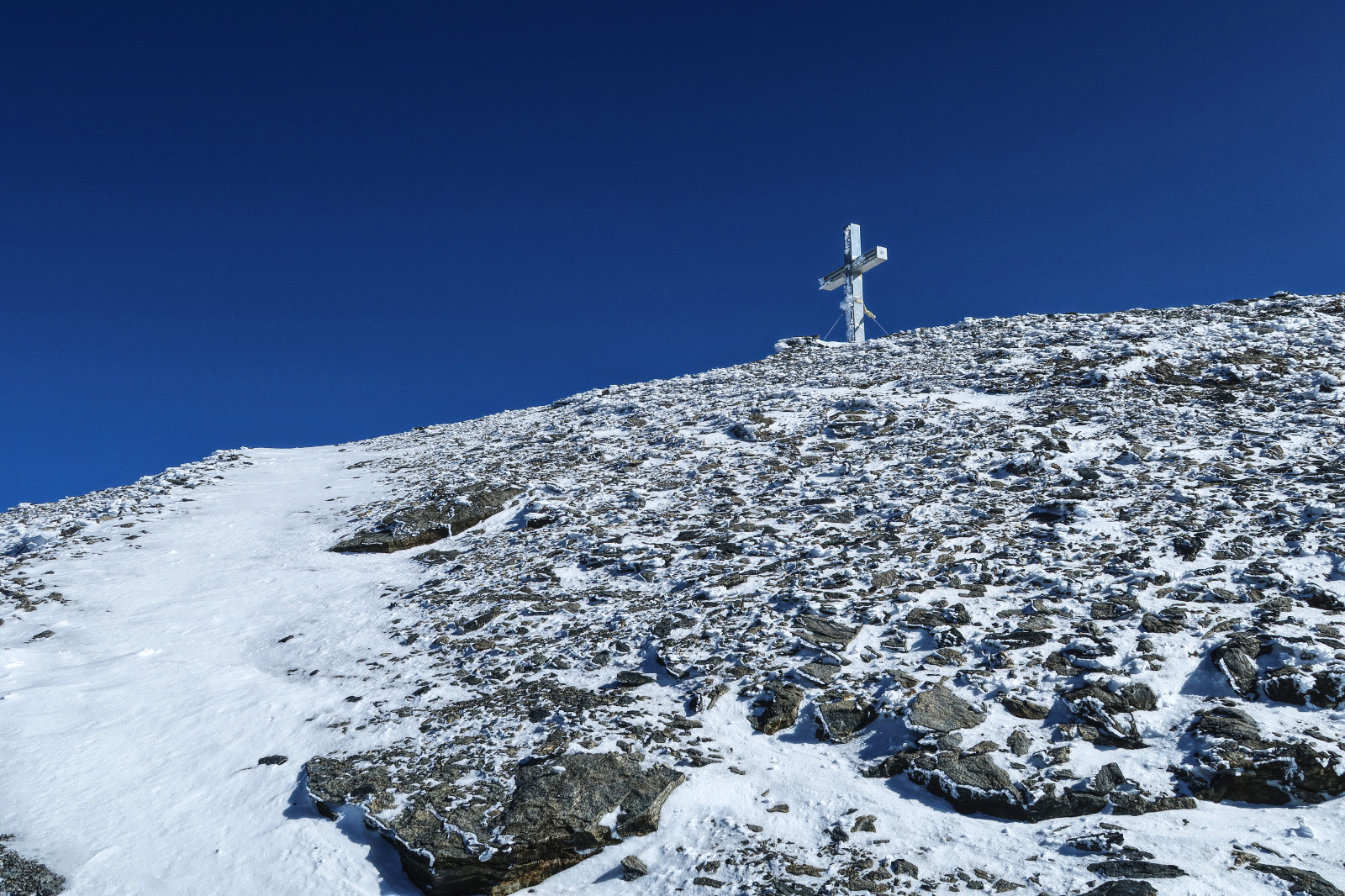 Endlich kommt das Gipfelkreuz des äußeren Barrhorns in Sicht!
