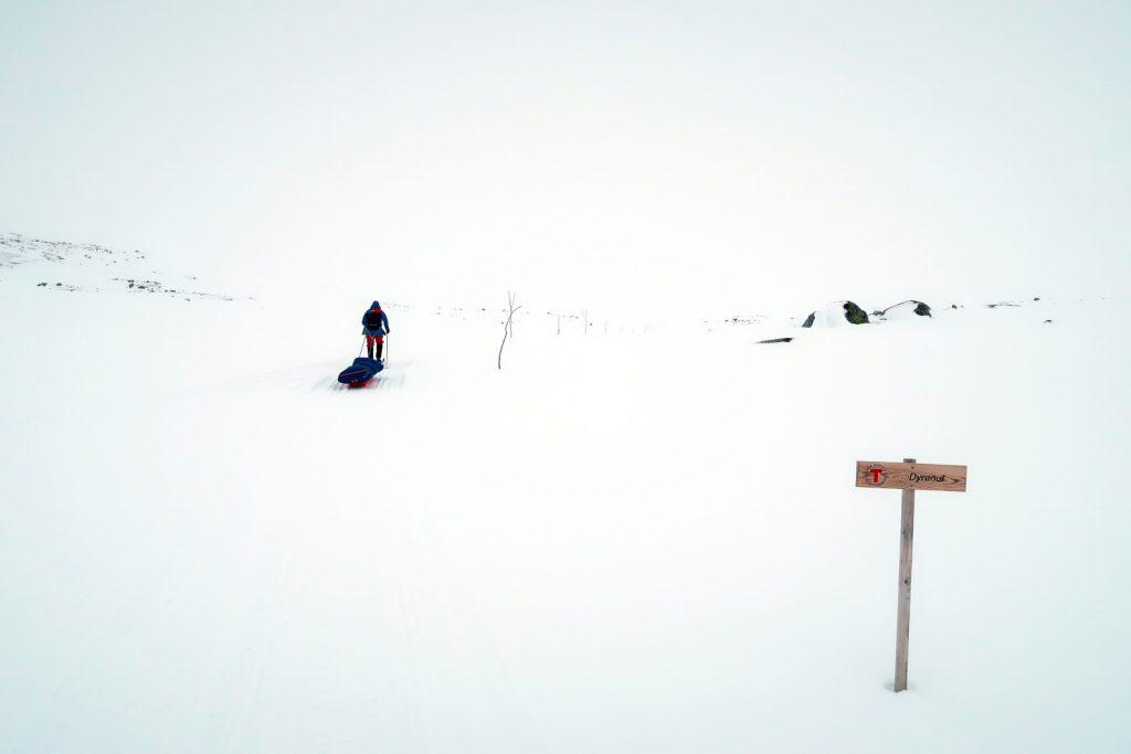 Die Markierung der Winterwege durch Kviste gibt auch bei schlechter Sicht einen Anhalt wo es lang geht