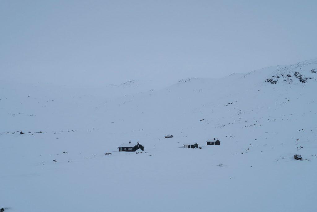 Die Hütte Hellevassbu kommt in Sicht