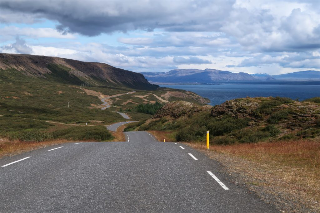 Ein reichlich welliges Profil am Westufer des Þingvallavatn