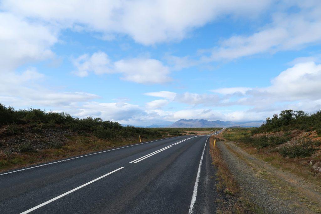 Diese Straße führt uns auf die Halbinsel Snæfellsnes